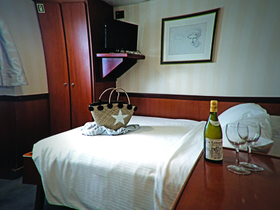 Cabin category B double bed M/Y Pegasus Cruise dubai seychelles