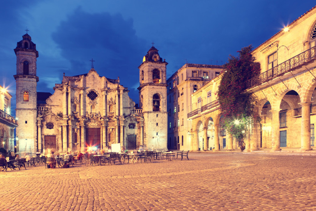 Plaza de la Catedral at night
