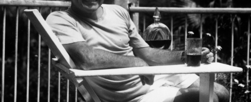 746px-Ernest_Hemingway_at_the_Finca_Vigia,_Cuba_1946.png