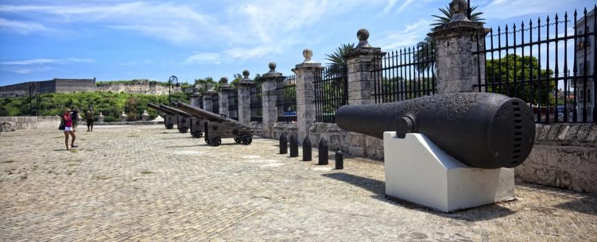 Cannons in Havana Vieja, Cuba.jpg
