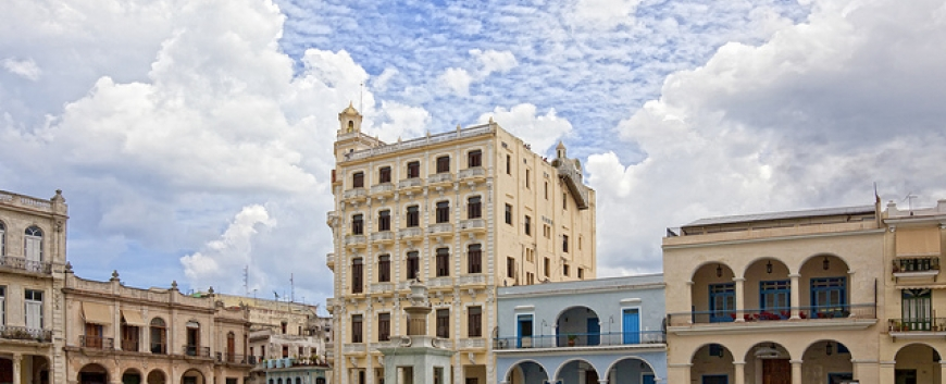 Colonial architectura Plaza Vieja Old Havana.jpg