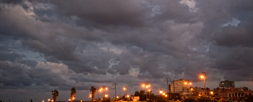 Malecon-Havana-Cuba-Night.jpg