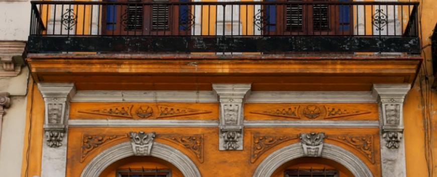 Old building in Havana Vieja, Cuba.jpg