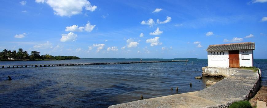 Puerto Esperanza-pier.jpg