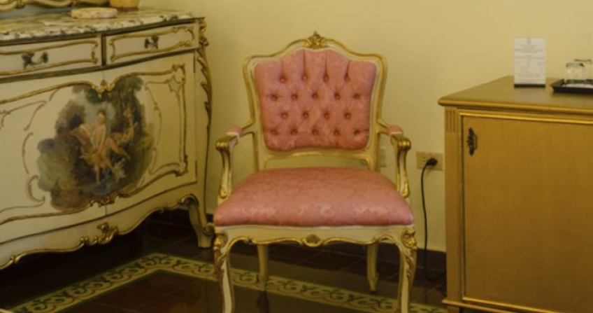 pink chair vintage classic Hotel Ingleterra old havana cuba room decor