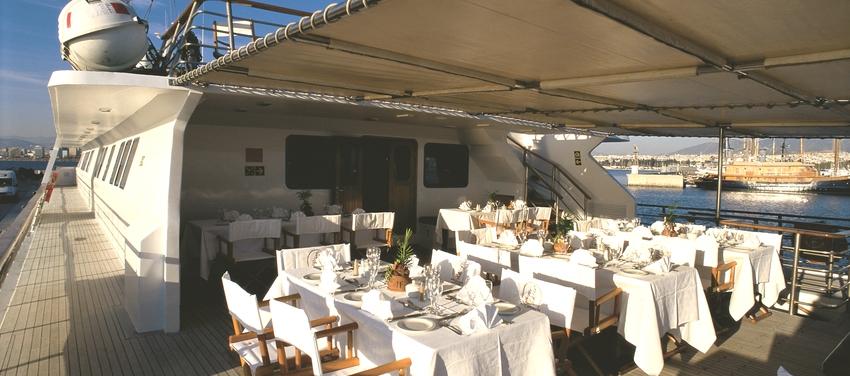 Al fresco dining aboard M/Y Pegasus cruise Africa