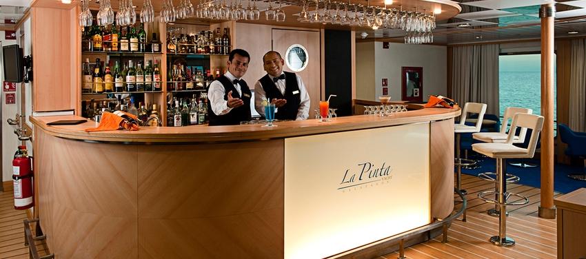 Bar drinks lounge La Pinta cruise luxury