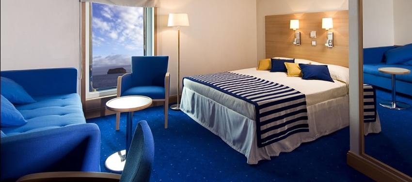 Triple cabin double bed room luxury La Pinta