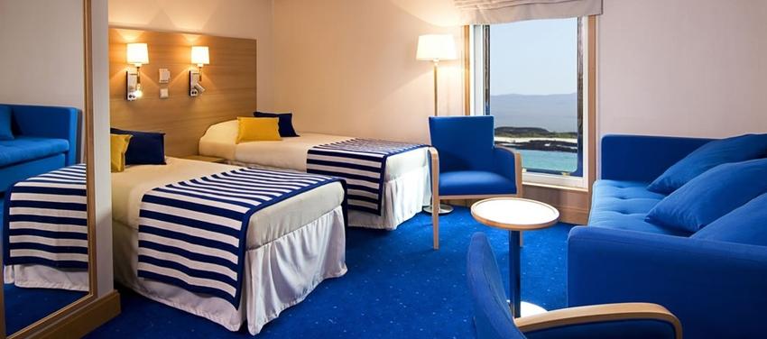Triple cabin twin beds room luxury cabin deck La Pinta