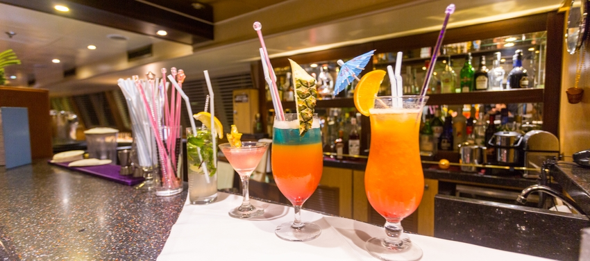 Tropical drinks bar M/Y Pegasus luxury cruise Seychelles
