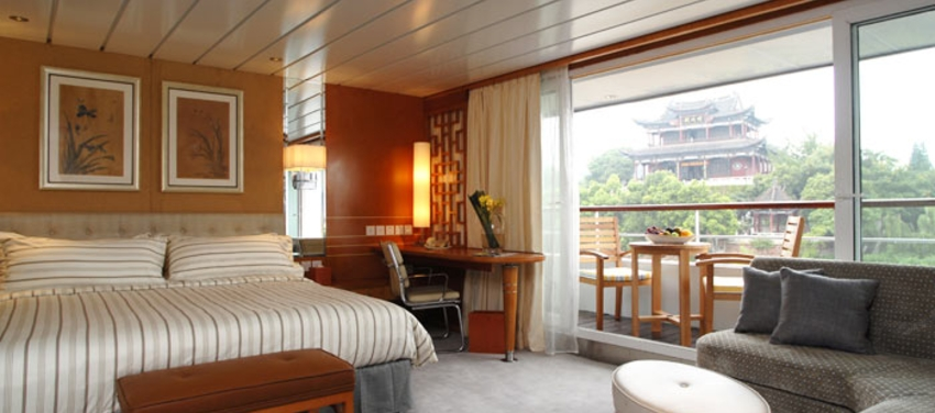Regular suite aboard the Yangzi Explorer