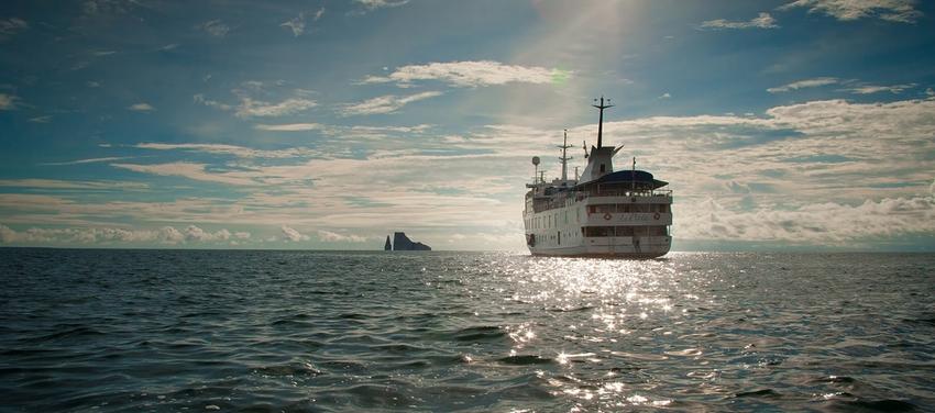 La Pinta Galapagos yacht cruise luxury