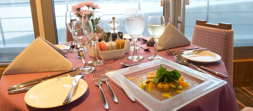 Lunch Dinner, Dining on the voyager