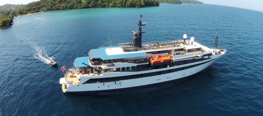 Voyager Cruise Exterior in Cuba