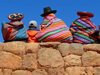 Quechua women in Peru.400x300