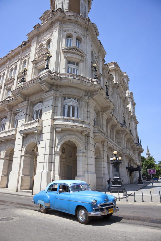 Cuba-Cars-havana-blue.jpg