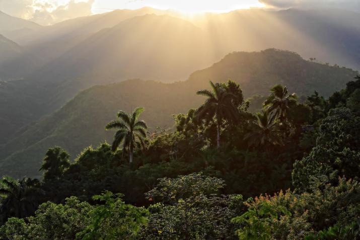 Cuba-Valley-de-Vinelas.jpg