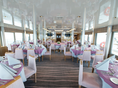 Main dining room on Horizons Deck