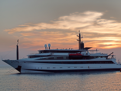 Variety Voyager exterior cruising in the sunset